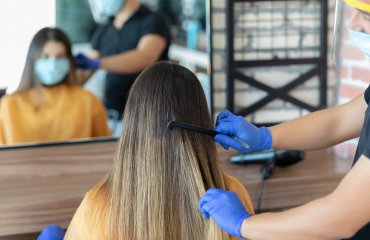 Środki ostrożności w gabinetach fryzjerskich w dobie COVID-19